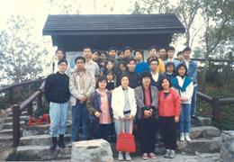 1988年2月27日校友與教師 前往清水灣郊野公園旅行